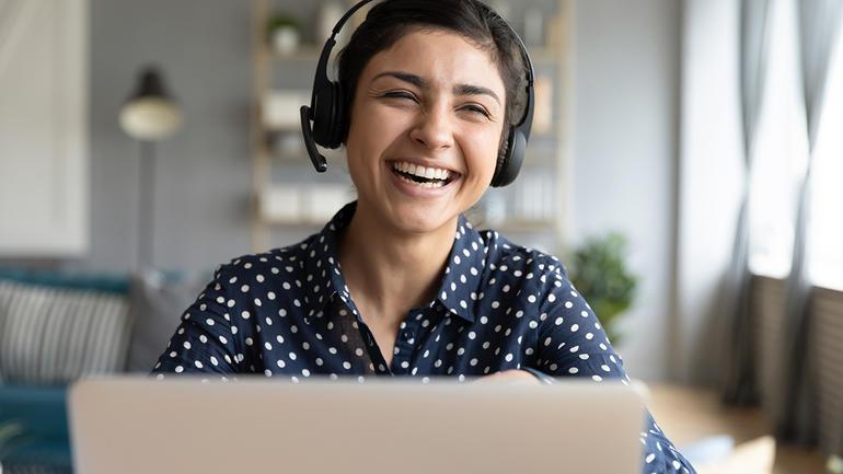 Illustrasjonsfoto av nettstudent med headset